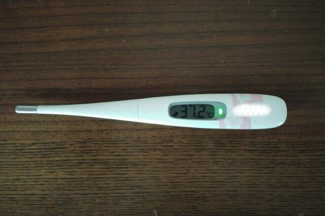 37.2℃を示した体温計