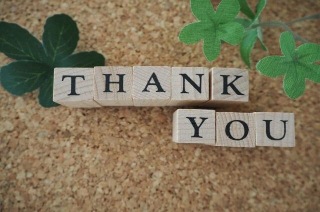 THANK YOU と書いた木の文字