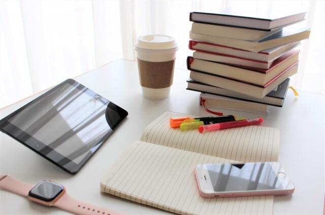 パソコンと本・ノート