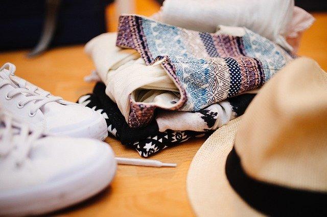 帽子と服と靴